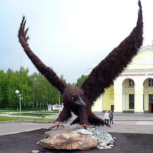 В Орле установлен памятник одноголовому орлу.