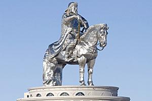 Монголы отлили статую Чингисхана из серебра высотой в 40 метров