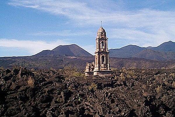 Церковь, застывшая в лаве, Сан–Хуан–Парангарикутиро, Мексика.