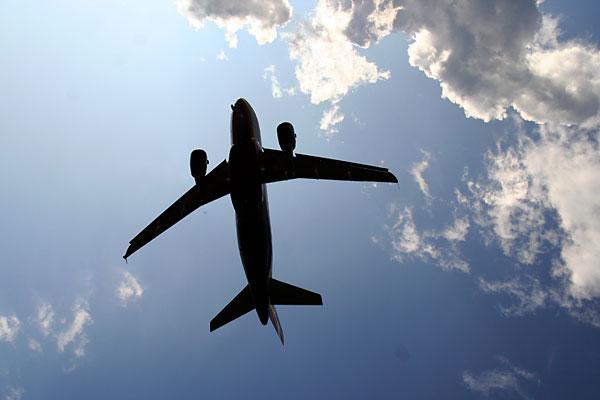 Самолёт садится на ВПП: Шереметьево, Москва