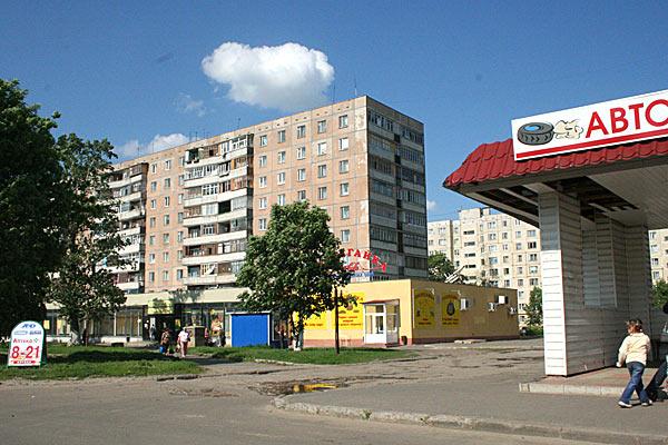 Так выглядят жилые зоны Орла еще со времен СССР (с поравкой на рекламу). 2006 год.