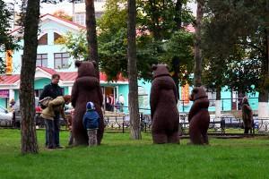 Медведи в парке г. Дмитрова