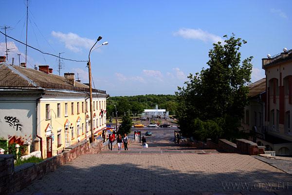 Брянск, город контрастов. Гранитная лестница в историческом центре города.