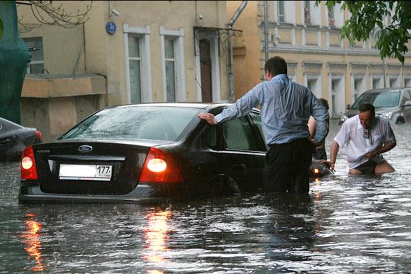 Москва, Хохловский переулок, потоп, 17 мая 2010
