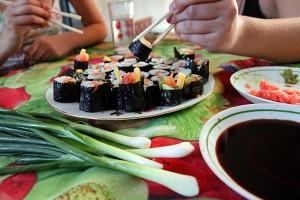Тайная кулинария: деревенские суши на столе