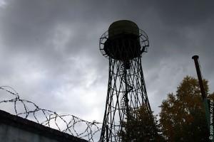 Башня на Луговой находится на территории ВНИИ кормов им. Вильямса. За колючей проволокой, да.