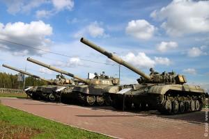 Танки перед музеем истории танка Т-34