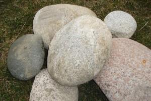 Был бы камушек поувесистей за пазухой, а кому завидовать, мы быстро найдем