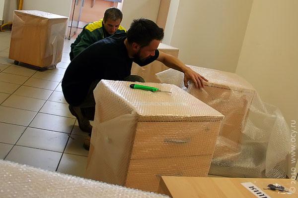 Упаковка тумбочек перед переездом