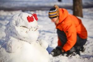 Снеговикам легко худеть без диет — только солнце пригреет...
