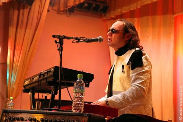 Алан Асламазов — клавиши, вокал.