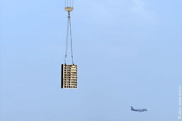 Кран и самолёт.