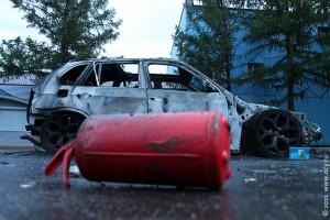 Сгоревший автомобиль BMW X5.