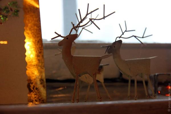 Олени на окне у Свеженцевых.