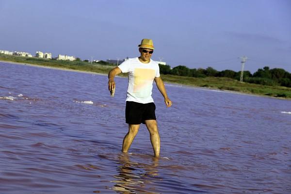 Поверхность соляного озера Торревьехи.