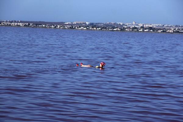 Купание в соляном озере.