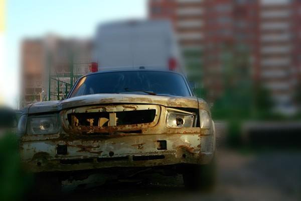 Старый автомобиль Волга.