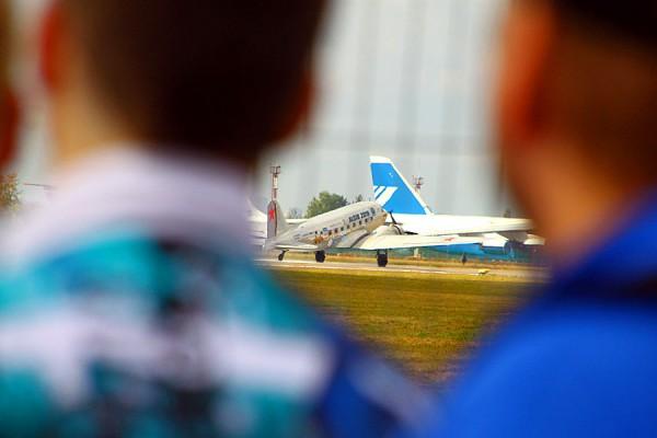 Самолёт Douglas C-47 Skytrain на авиасалоне МАКС-2015.
