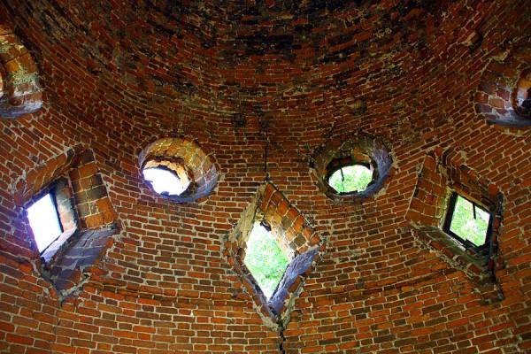 Кирпичный купол изнутри.