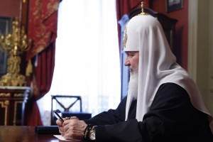 Дорогие часы на руке Патриарха РПЦ МП Кирилла.