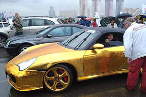 Posche-911 обшитый золотом.