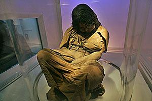 Принесенная в жертву девочка 500 лет пролежала во льдах Анд