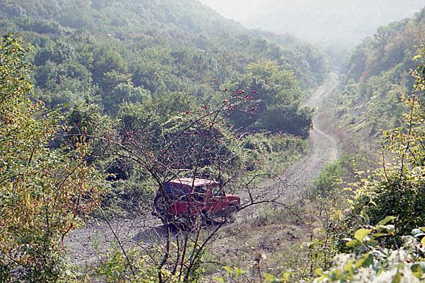 Это самый легкий участок пограничной дороги к Новороссийску. Тамань. 1997 год.