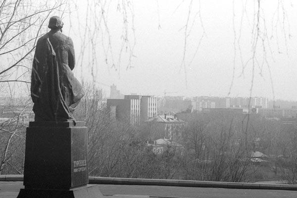 Вид на город с площадки у памятника Тургеневу. Орел. 1989 год.