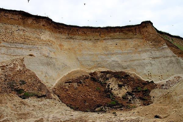 Карьер. Место, где произошёл обвал песка.