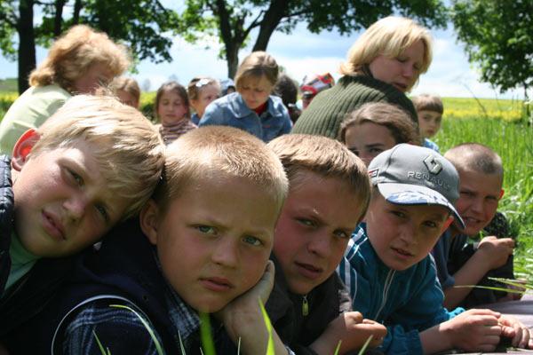 <br /><br /><br /> Сливоян рассказывает юным односельчанам про правила успешного ведения бизнеса в Москве