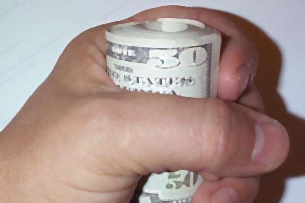 Чтобы быть при деньгах, возьмите кредит.