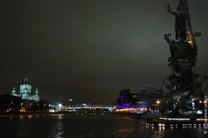 Вид на памятник Петру I с Якиманской набережной. Москва. 2011 год.