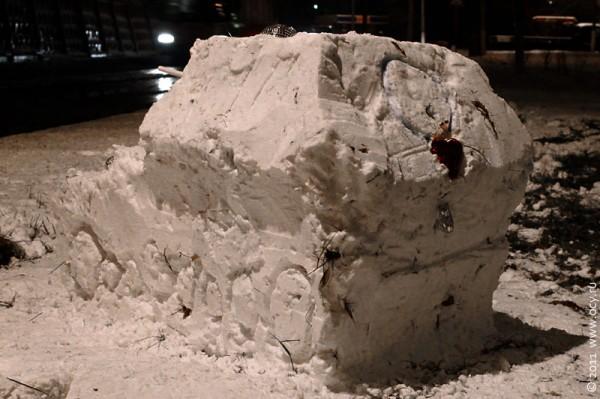 Снежный Фердинанд сзади: виден стоп-сигнал..