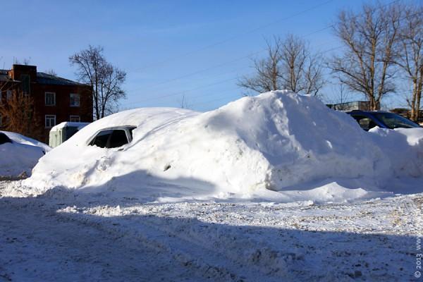 Пежо-406 под снегом.