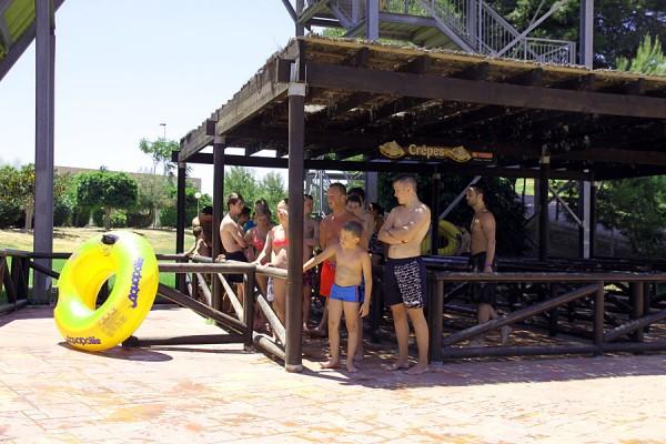 Очередь в аквапарк в Торревьехе.