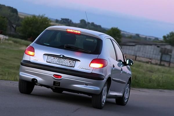 Peugeot 206.
