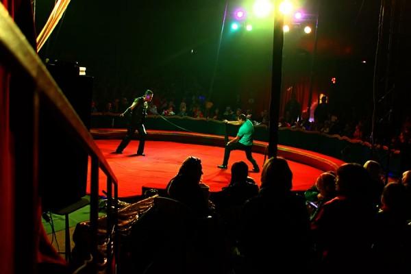 Цирк Арена. Сгибающий арматуру.