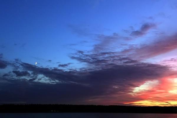 Закат с луной.